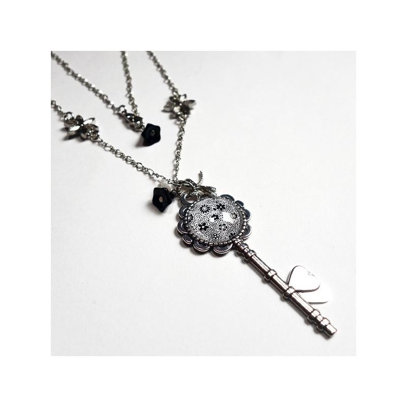 Collier clé Les petites fleurs noires