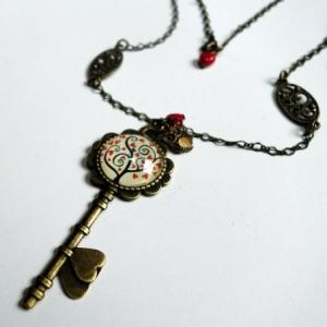 Collier clé Arbre à coeurs rouges