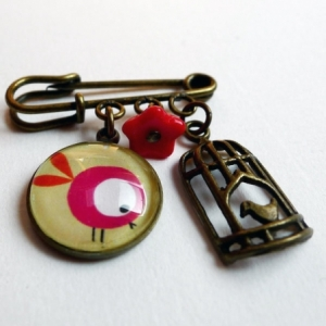 Broche Le touron rouge