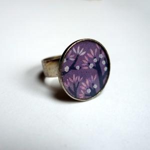 Round ring Violet cherries