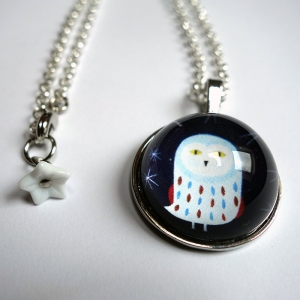 Round necklace Snowy owl