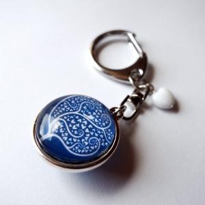Customizable keychain White hearts tree