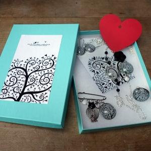 Gift box Black hearts