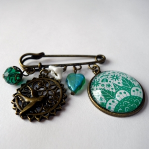 Kilt brooch Emerald flowers