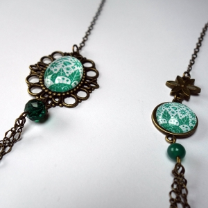 Long necklace Emerald flowers