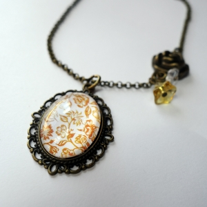 Vintage necklace Yellow roses