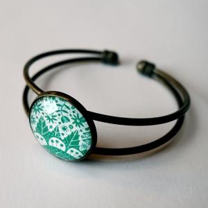 Cuff bracelet Emerald flowers