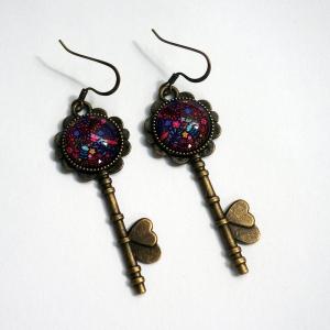 Boucles d'oreilles clés Une licorne parmi les fleurs