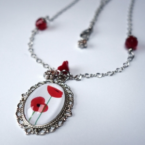Vintage necklace Poppies