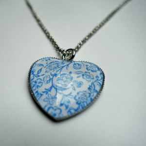 Heart necklace Blue roses
