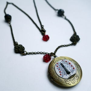 Locket Flowerish peacock