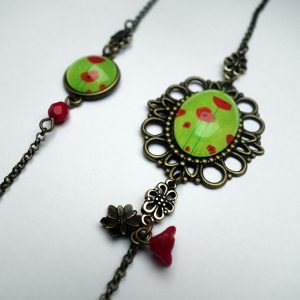 Long necklace Green poppies