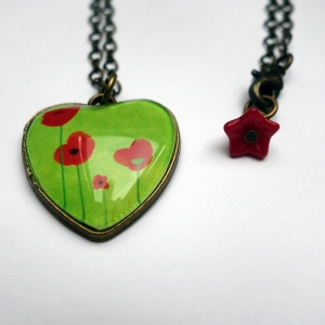 Heart necklace Green poppies