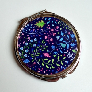 Miroir de poche Un paon parmi les fleurs
