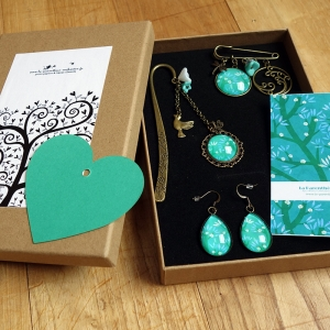 Gift box Blue cherry
