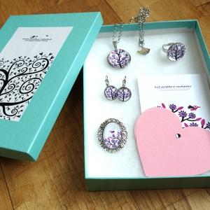 Gift box Purple tree