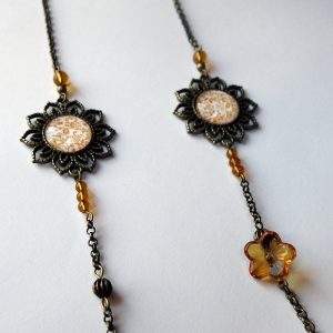 Long necklace Yellow roses